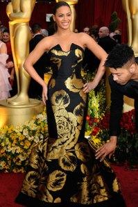 Invece Beyoncé dovrebbe regolarsi... e trovare un parrucchiere al suo assistente.